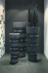 Cosmos Vase aus Polystone, anthrazit Ø35/H95 cm